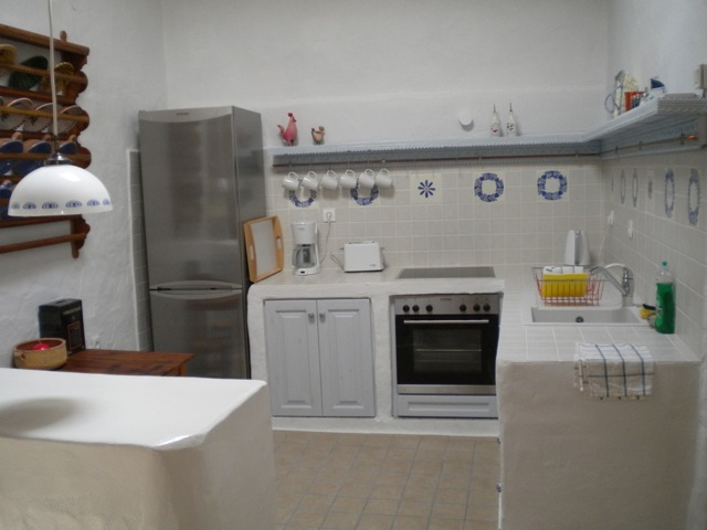 haupthaus-rhodos-lachania-bank-kueche