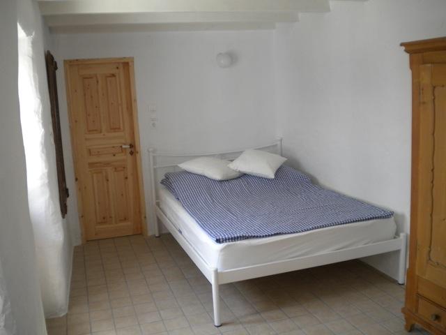 separates-gaestehaus-lachania-schlafbett-im-gaestehaus