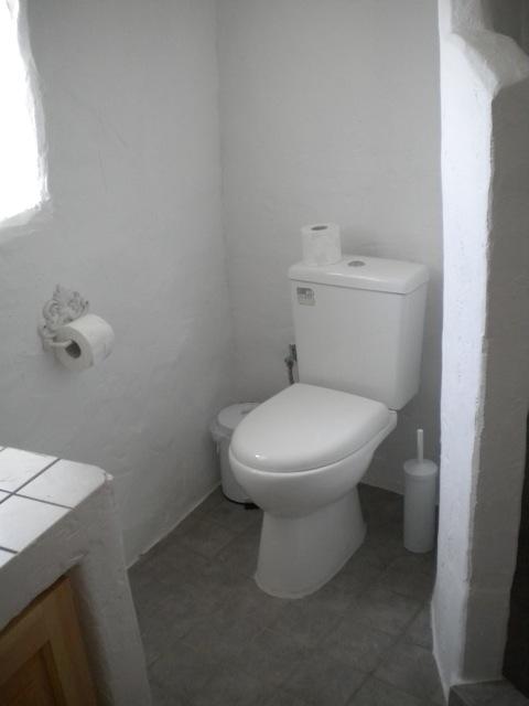 separates-gaestehaus-lachania-toilette-im-gaestehaus